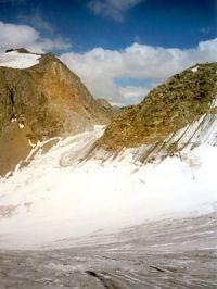 Горный Алтай: вид на пер. Орбита с пер. Москвич (55 Kb)