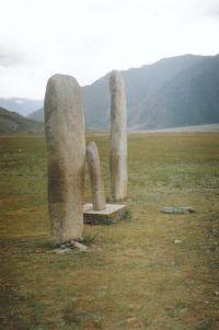 Горный Алтай: Каменные стеллы у села Иня (80.83 Kb)