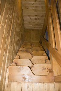 Горный Алтай: Номер Люкс. Лестница на второй этаж (143 Kb)